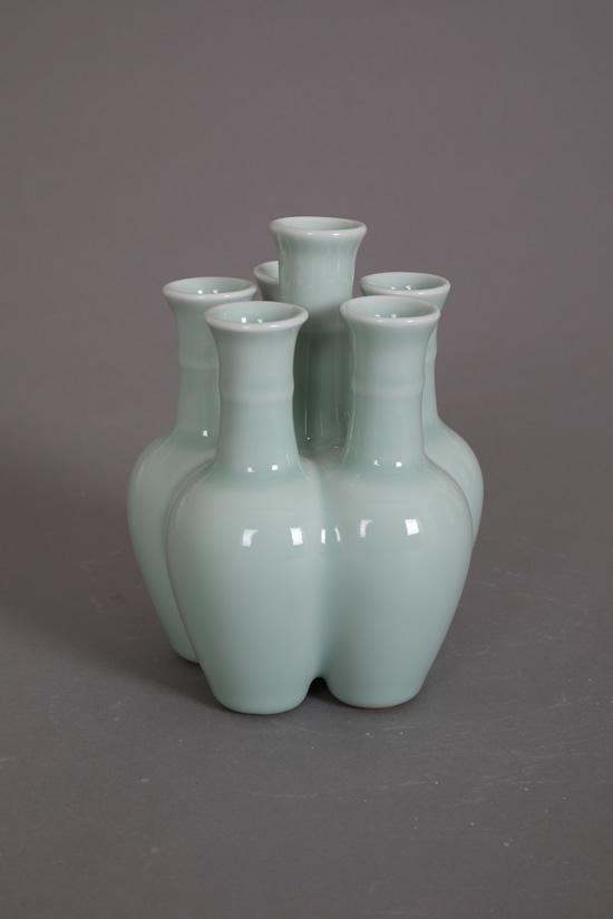 仿乾隆豆青釉100件六管花瓶(五子花