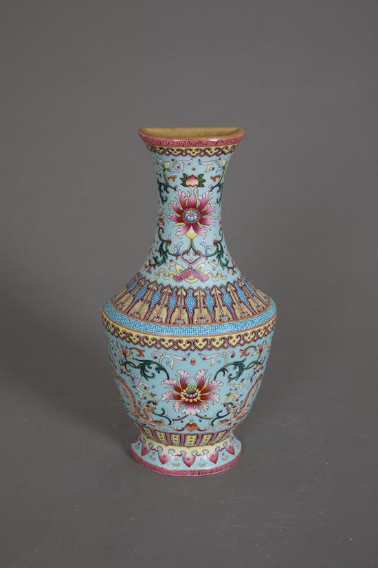 仿乾隆粉彩花卉壁瓶